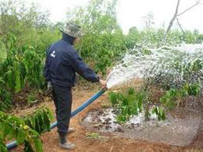 Biến máy bơm nước thành máy tưới phân